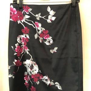 White House Black market skirt in size 2